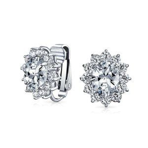 Jewelry - 3.20ct Sparkling oval and round cut diamonds Studs